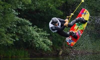 Wakeboardziści i wakeskaterzy powalczą o tytuły mistrzów Polski