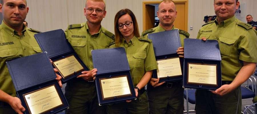 Funkcjonariusze WMOSG, którzy ratowali życie ludzi. Od lewej: Olaf Grzeszczyk, Przemysław Grabowski, Olga Czarnotta, Artur Mic, Mariusz Tumicz.