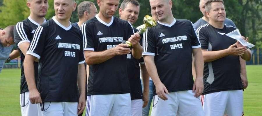 Drużyna oldbojów przywiozła do Żuromina okazałe trofea