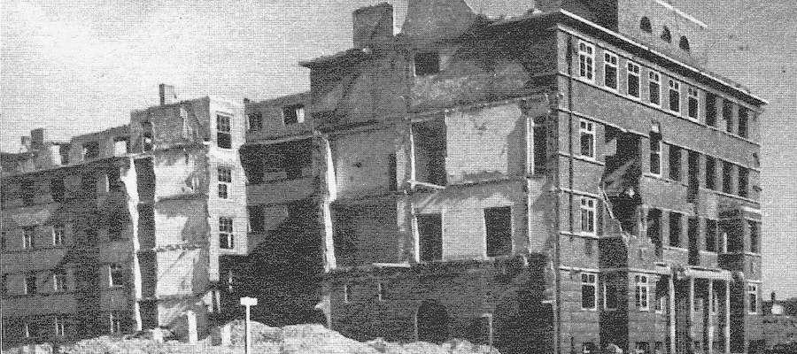 Dzisiejszy hotel Arbiter po 1945 r., skrzydło od ul. Giermków. Kabel telefoniczny w stronę Junkerstrasse (Giermków) został przerwany w czasie, gdy płk  Schoepffer przekazywał meldunek