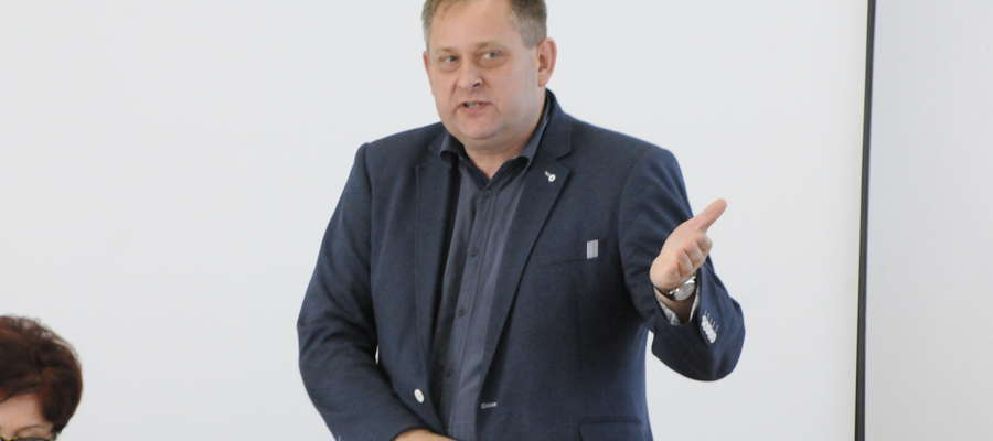 Inicjatorem zwiększenia kwoty na budowę Domu Ludowego w Nadratowie jest wiceprzewodniczący Rady Dariusz Wieczorek