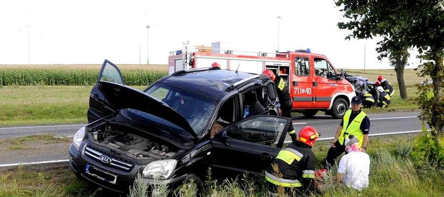 Wypadek pod Poniatowem. Służby opatrują poszkodowanych