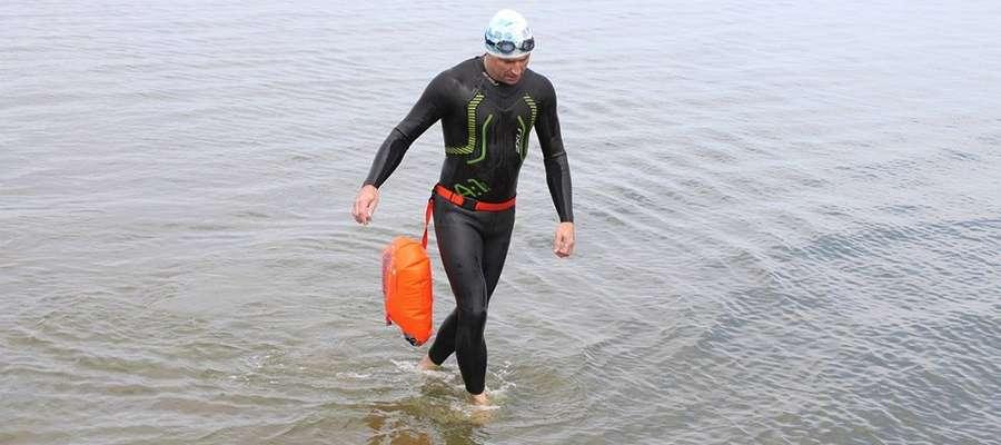 Do akcji przyłączył się m.in. Maciej Michalunio, który jako pierwszy przepłynął wpław Zalew Wiślany na trasie Piaski-Frombork