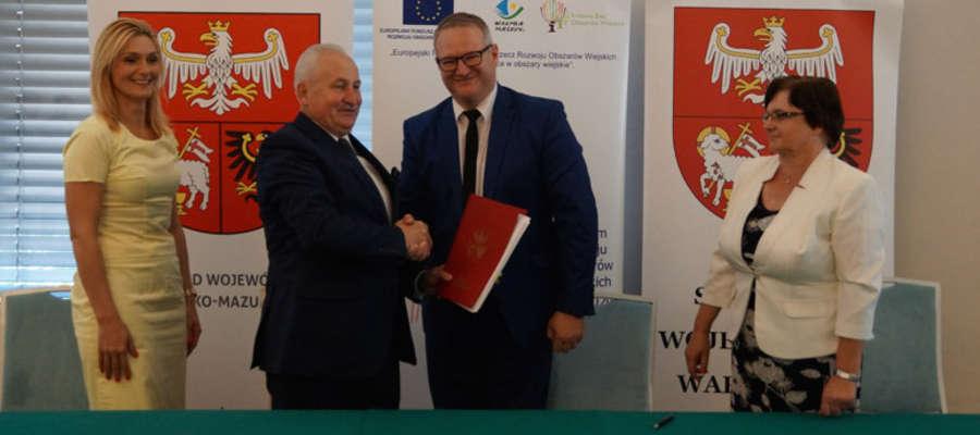 Podpisano umowy na modernizację dróg gminnych