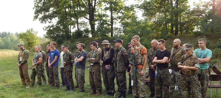 """Ogólnopolski Zlot Air Soft Gun """"W-ARMIA X'16"""" przyciągnął wielu fanów taktyki"""