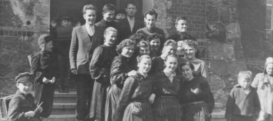 Szkoła jedenastka w 1957 roku przy ul. Sieniewicza w Iławie