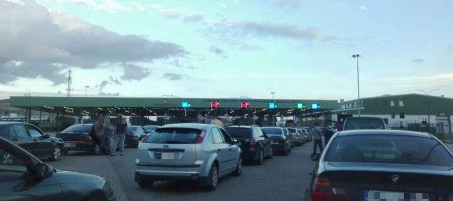 Tak wyglądają kolejki na przejściu granicznym w Bezledach na kierunku wjazdowym do Polski.
