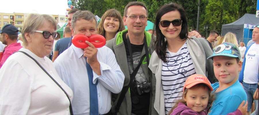 Zwycięzca II miejsca Michał miał wspaniały fanklub rodzinny. Na zdjęciu z ciocią, wujkiem, rodzicami i młodszą siostrą Eleną