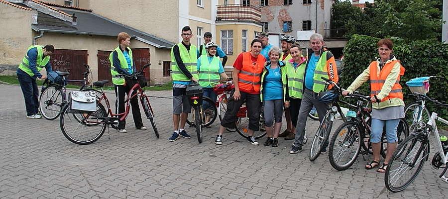 Uczestnicy rajdu rowerowego osób niesłyszących