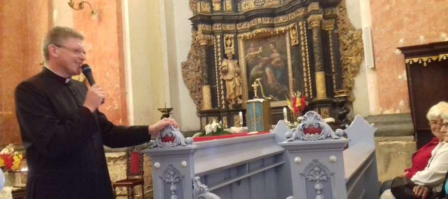Proboszcz parafii w Krośnie ks. Michał Rosengal przedstawia historię sanktuarium