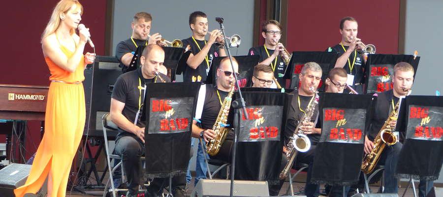 Występ konkursowy - tu zespół Big M Band Kraczkowa