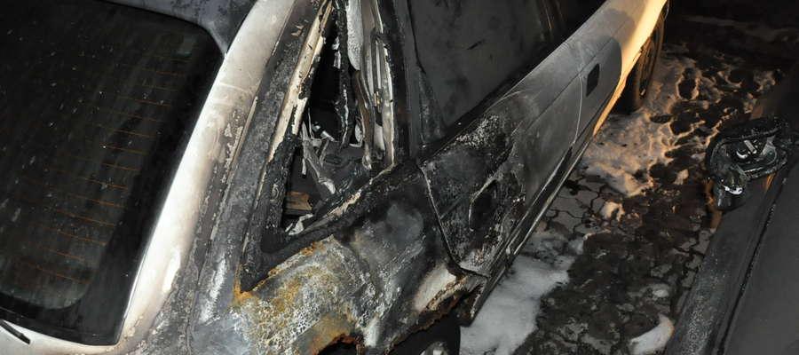 Do pożaru doszło w trakcie tankowania opla