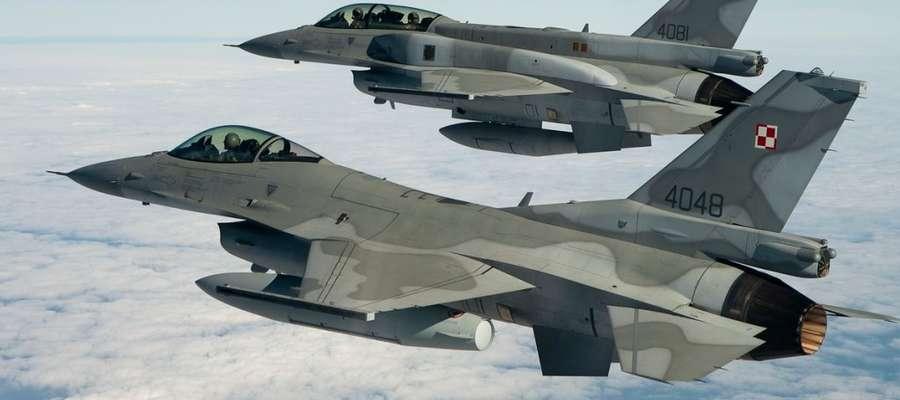 F-16 to obecnie najnowocześniejsze polskie samoloty wielozadaniowe. Choć na świecie pojawiły się nowocześniejsze maszyny o większych możliwościach bojowych, F-16 nadal jest bardzo groźnym przeciwnikiem na polu walki.