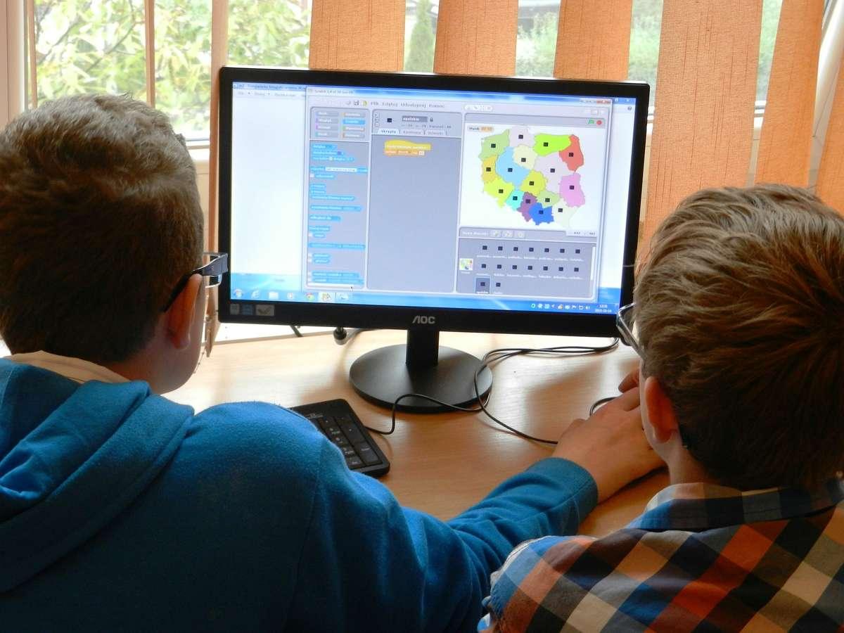Wszystkie szkoły w jednej sieci, czyli Ogólnopolska Sieć Edukacyjna - full image