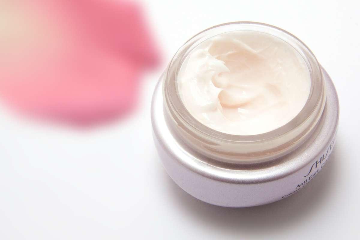Jad pszczeli i śluz ślimaka, czyli nietypowe składniki kosmetyków - full image