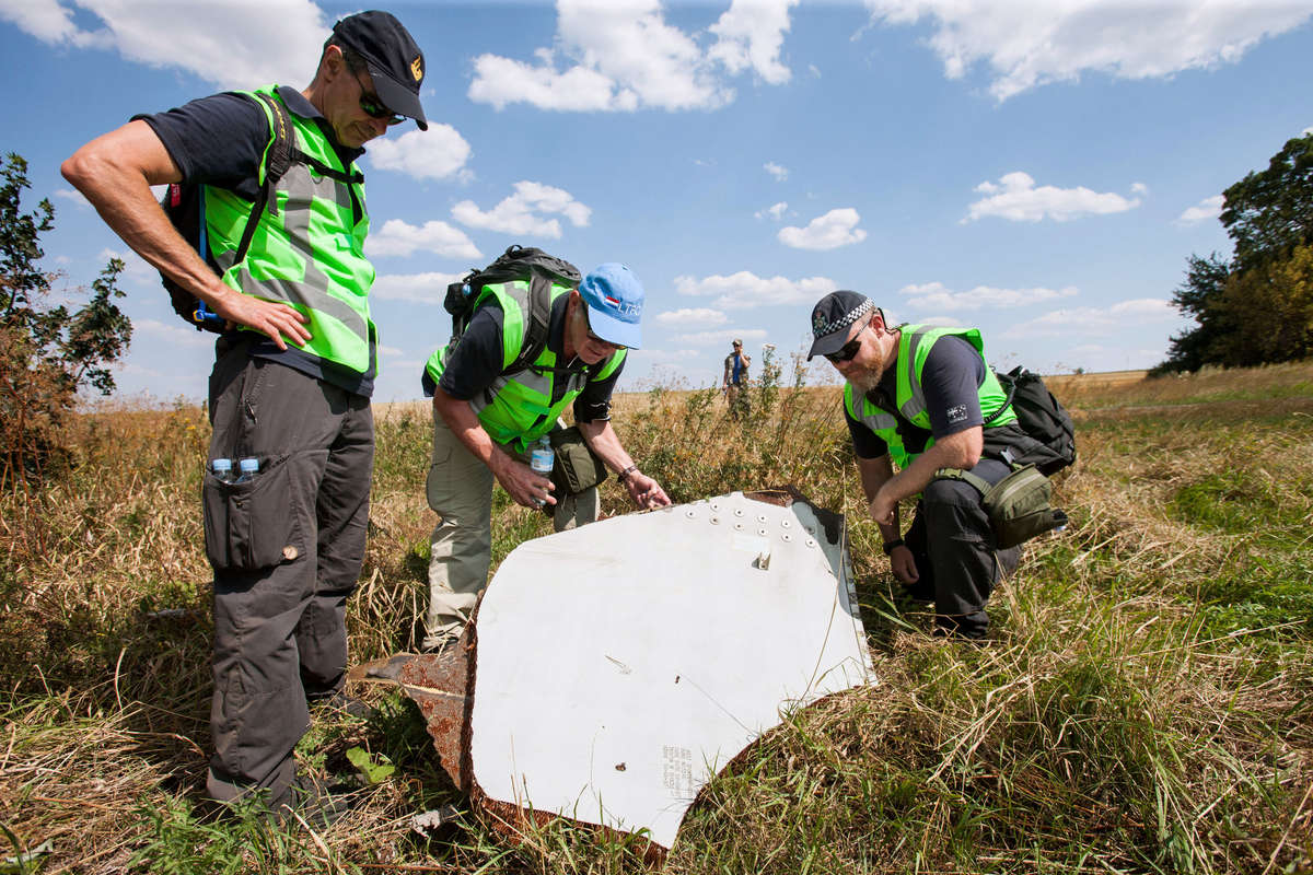 Holenderscy i australijscy specjaliści na miejscu katastrofy (2014) - full image