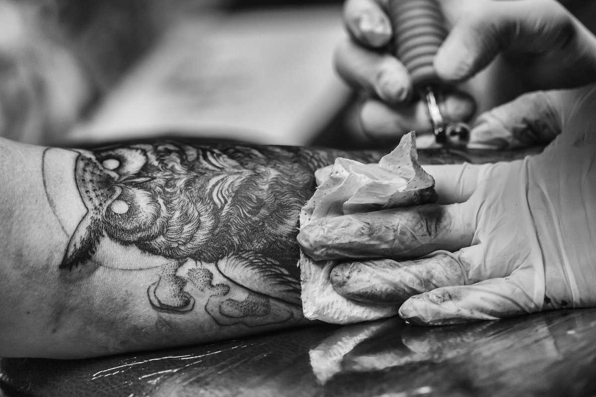 Chcesz zrobić tatuaż? Pamiętaj o tych zasadach! - full image
