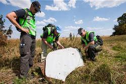 Holenderscy i australijscy specjaliści na miejscu katastrofy (2014)