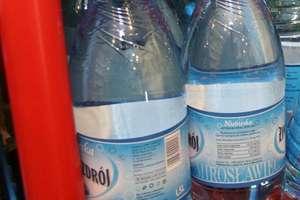"""Woda """"Żywioł Żywiec Zdrój"""": substancje chemiczne tylko w jednej butelce"""