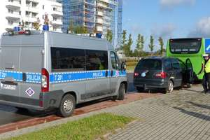 Zderzenie autobusu i volkswagena na skrzyżowaniu Płk. Dąbka i Ogólnej