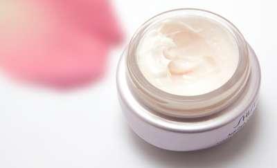 Jad pszczeli i śluz ślimaka, czyli nietypowe składniki kosmetyków