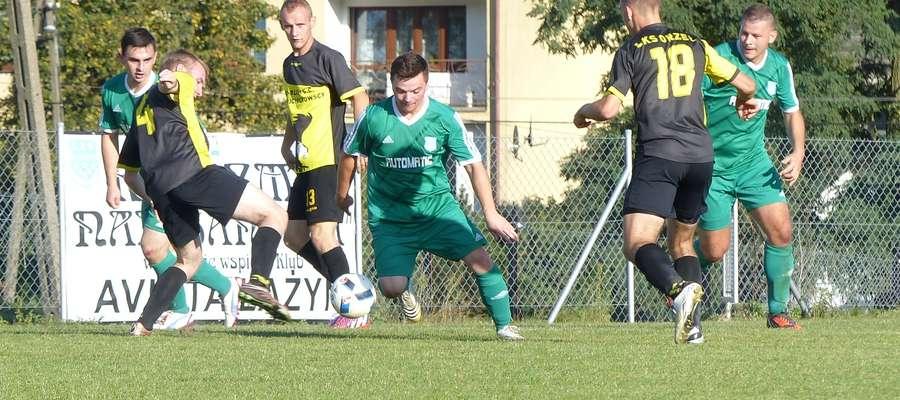Paweł Senkowski (w środku w zielonej koszulce) zdobył pierwszą bramkę dla Avisty w meczu z Orłem