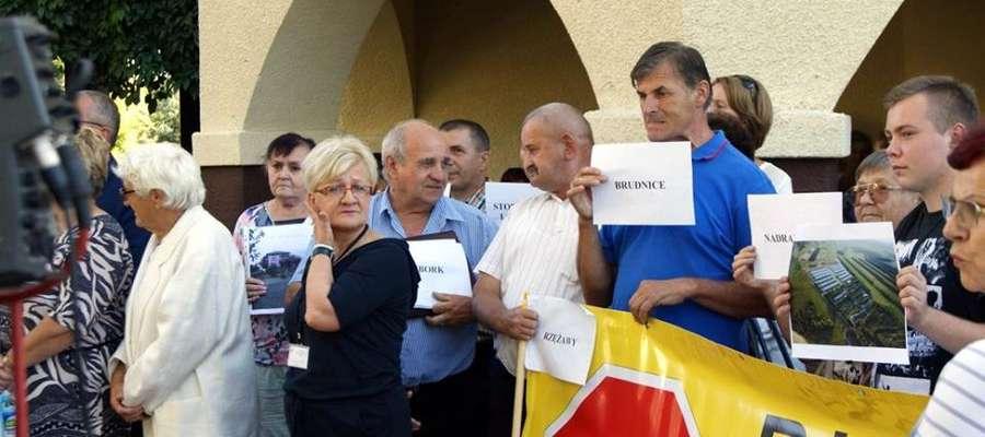 W proteście wzięli udział mieszkańcy powiatu żuromińskiego a wśród nich burmistrz Aneta Goliat