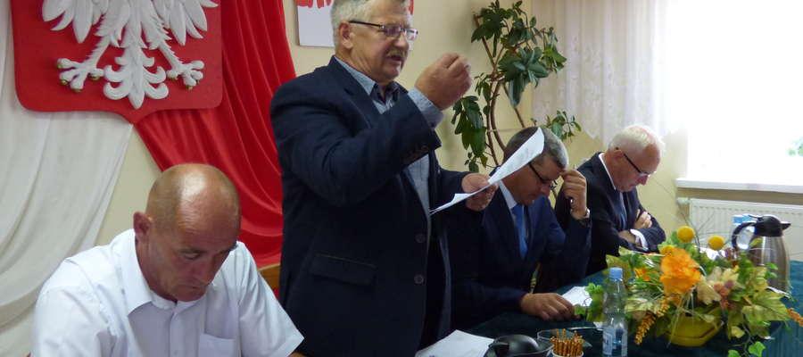 Radny Zygmunt Szypulski dopytywał o pomiary geodezyjne