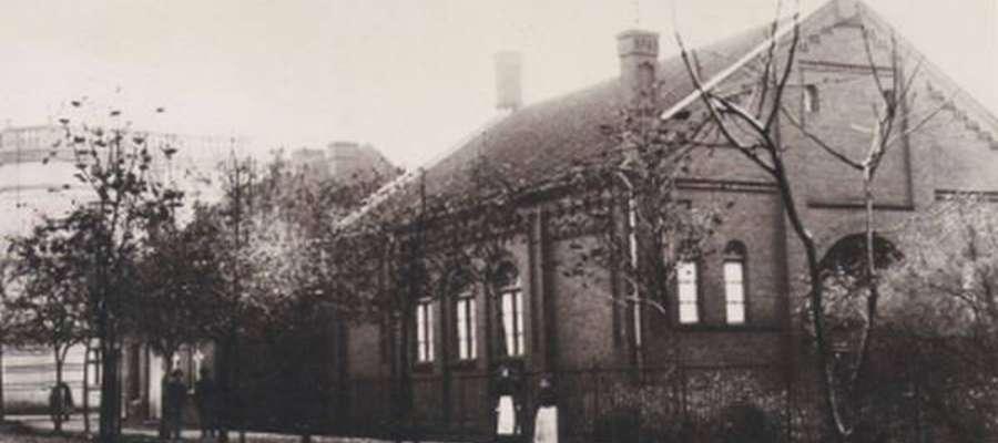 Synagoga w dawnym Loetzen stała na rogu obecnej ul. Mickiewicza i Kętrzynskiego