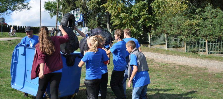 Młodzież chętnie uczestniczy w akcji Sprzątania Mazur