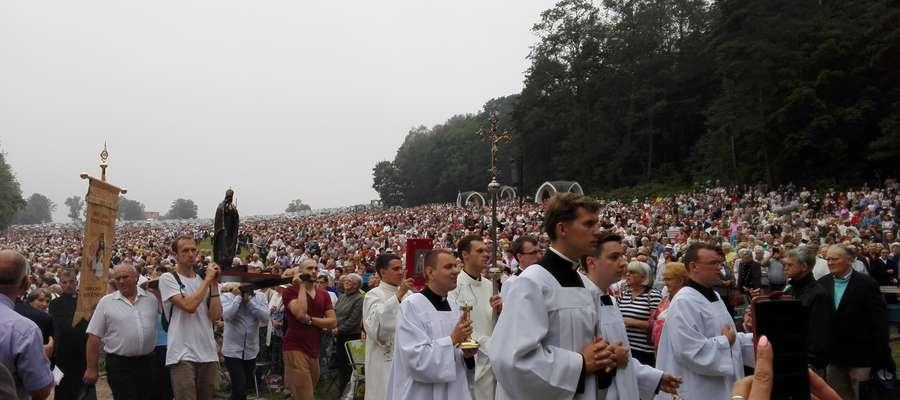 Odpust w Gietrzwałdzie zgromadził tłum pielgrzymów, rolników i mieszkańców całej archidiecezji.