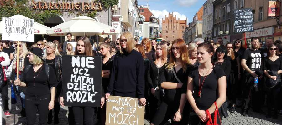 Protest na olsztyńskiej starówce, który odbył się w niedzielę 25 września