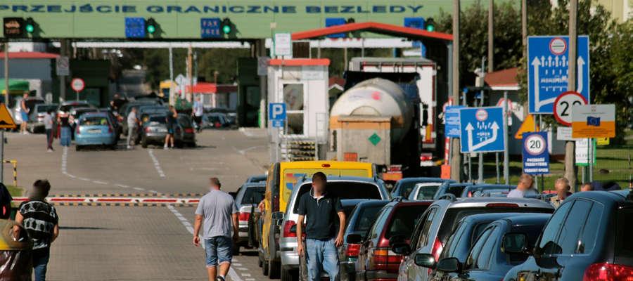 Mimo zawieszenia MRG na granicy w Bezledach tworzą się niewielkie kolejki. Wzrasta ilość osób jeżdżących do obwodu na podstawie wiz.