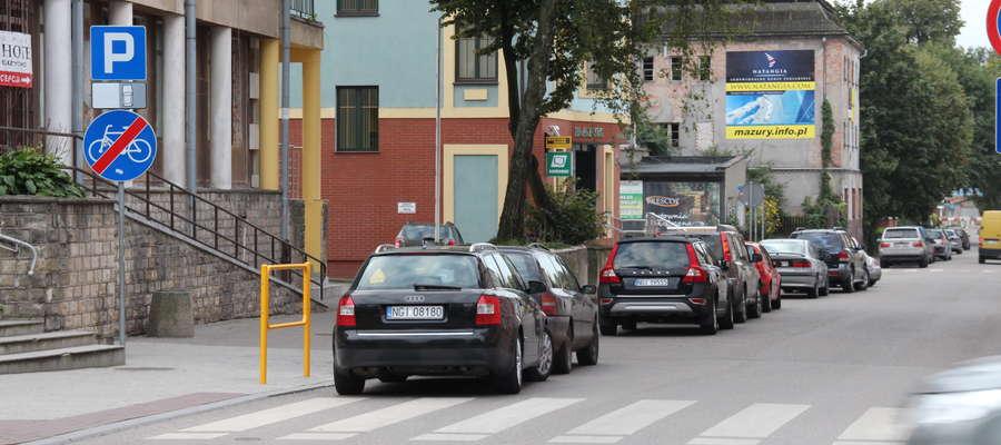 W tym miejsce obowiązuje parkowanie równoległe