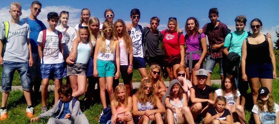Uczestnicy obozu po treningu nad Jeziorem Srebrnym koło rzeki Drawy.