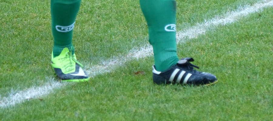 Czasami piłkarz nie wie, w których butach wyjść na boisko