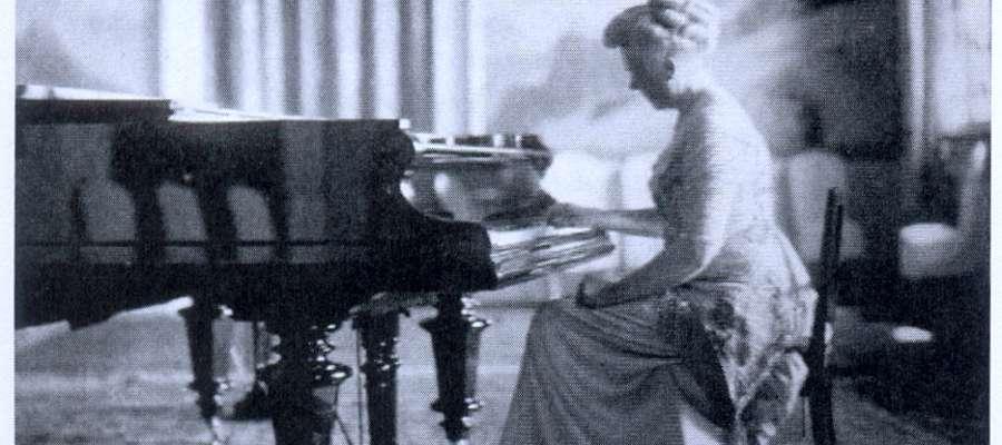 Elisabeth Ziese, córka Ferdynanda Schichau, przy fortepianie w willi w Parku Modrzewie