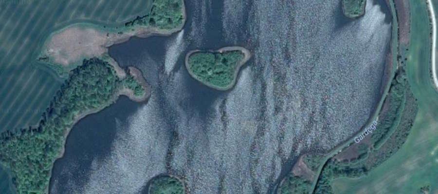 Wyspy Jeziora Łodygowo z lotu ptaka