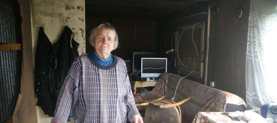 Pani Elżbieta żyje w spartańskich warunkach. Teraz spłonął kontener, w którym miała cały dorobek życia - telewizor, łóżko, kilka szafek i mały piecyk do ogrzewania