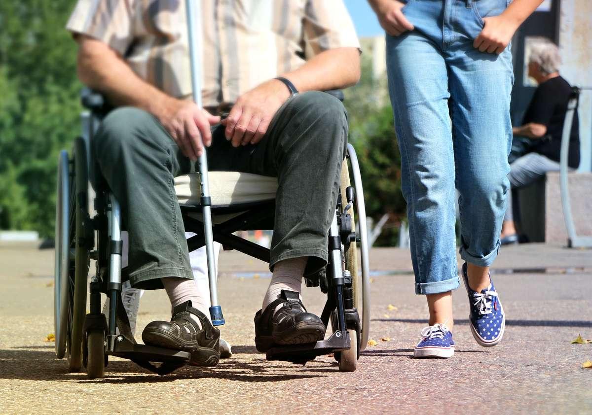 Osoba niepełnosprawna w pracy - full image