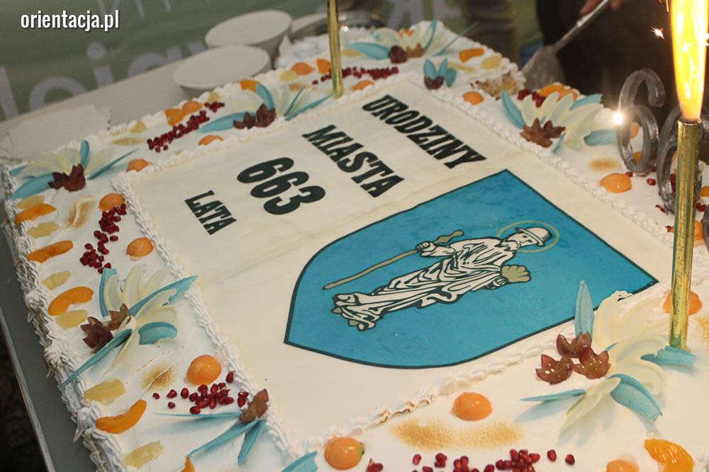 663. urodziny Olsztyna z tortem i koncertem. Zobacz zdjęcia z uroczystości!