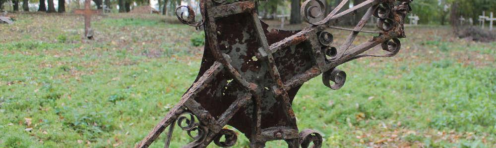 Nekropolia w Łabędniku znów wygląda jak cmentarz a nie nieużytek