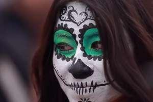 Kolorowe stroje, tańce i parady. Święto Zmarłych w Meksyku