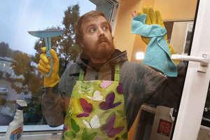 Facet niegodny mycia twojej podłogi? Oferty pracy tylko dla kobiet