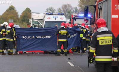 Tragiczny karambol na DK 16. Pięć osób rannych, jedna nie żyje