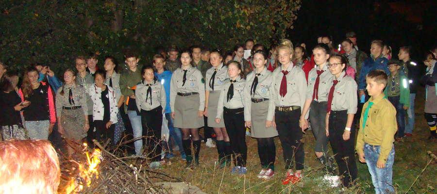Wieczór uczestnicy Złazu spędzili przy ognisku