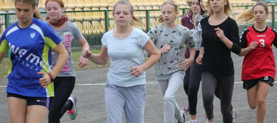 Dziewczęta w biegu na 600m