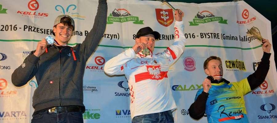 Wicemistrz Polski pierwszy z lewej