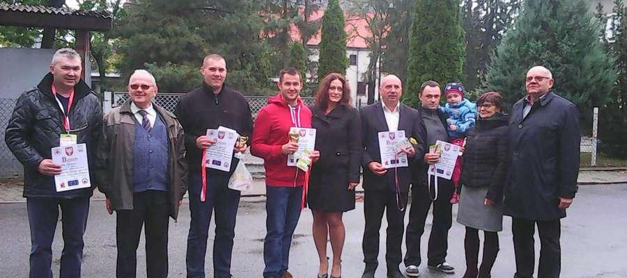 Uczestnicy zawodów otrzymali pamiątkowe dyplomy