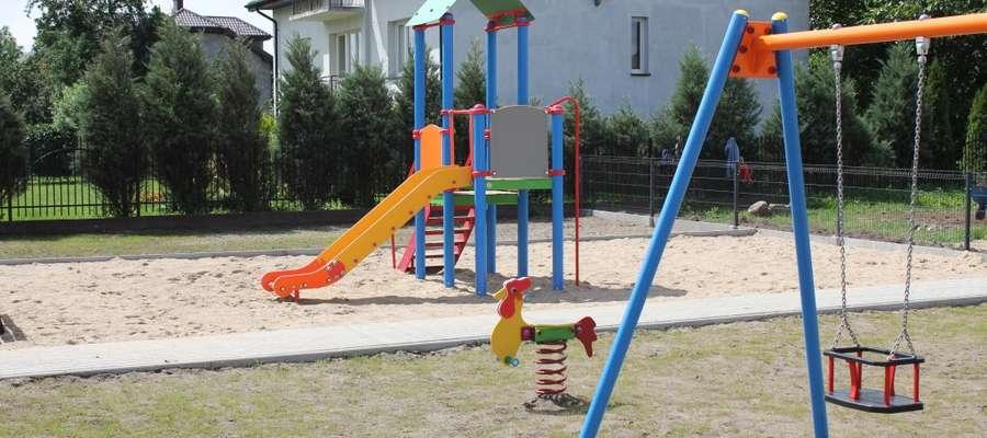 Jedna z tegorocznych inwestycji Gminy Kuczbork – plac zabaw w Olszewku